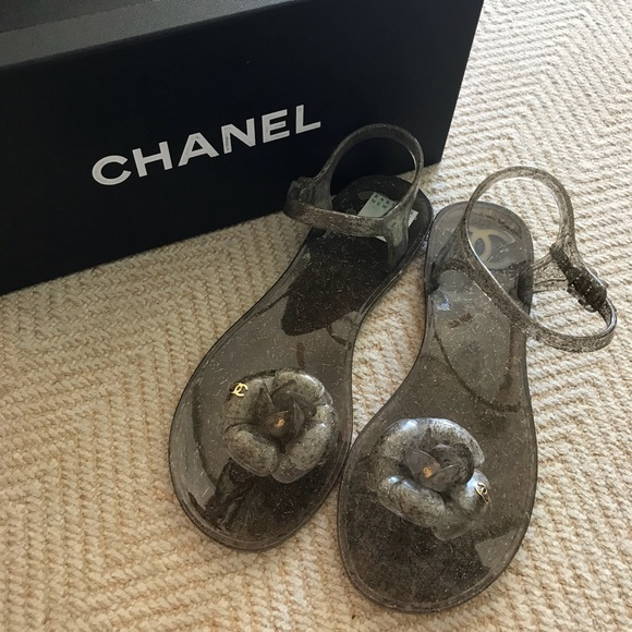 b86418d51799 NEW CHANEL Camellia Thong Jelly Sandals
